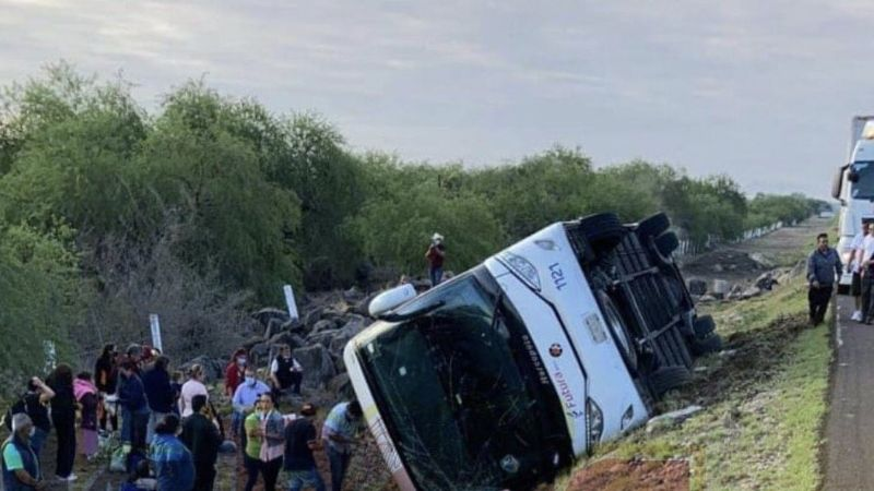 ¡Trágico accidente! Chófer se queda dormido y su autobús se vuelca; reportan 17 heridos