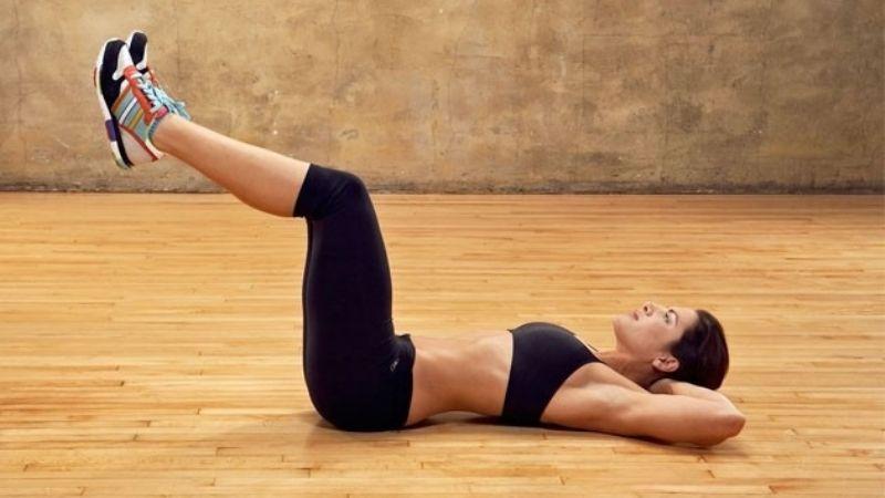 Tonifica tu vientre con las abdominales inversas, el ejercicio idea para un abdomen plano