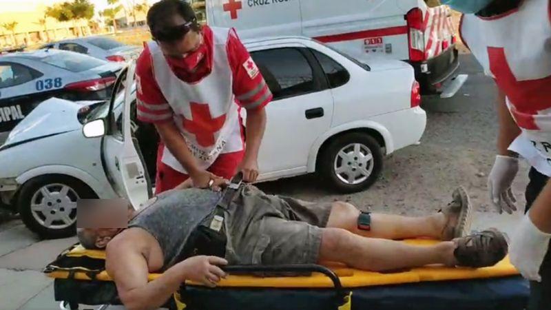 Ciudad Obregón: Choca contra auto y al intentar darse a la fuga se estrella contra poste