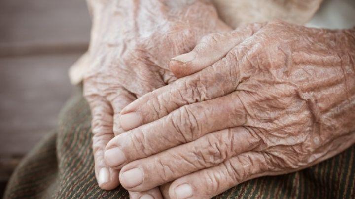 Brutal: Niños asesina a anciano de 82 años; lo atacaron en una estación de autobuses