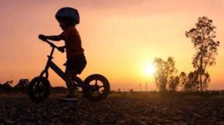 Atención mamás: Estos son los 5 beneficios de andar en bicicleta para tus hijos