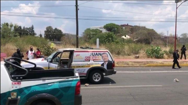 Atacan camioneta donde viajaba candidato a diputación de Moroleón; hay 2  heridos