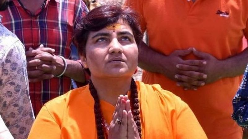 ¡Increíble! Diputada hindú hace esto para prevenir el Covid-19; pide que más personas la imiten