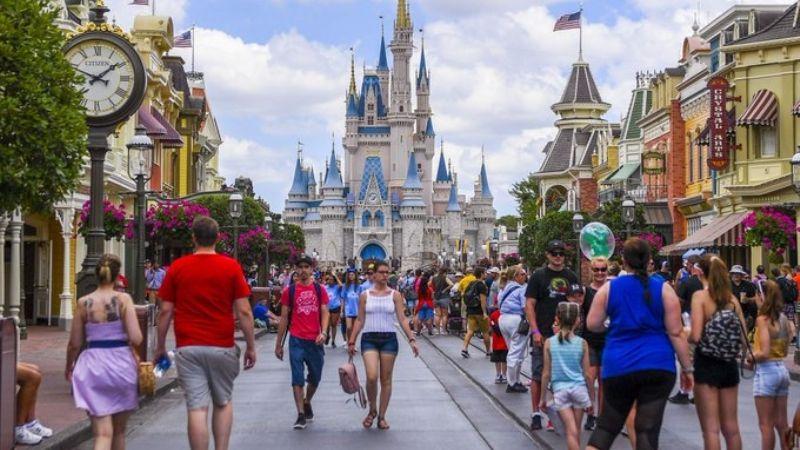 ¡Adiós al cubrebocas y hola a la magia! Disney World no exigirá a los visitantes que lo usen
