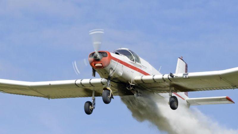 Cae avioneta fumigadora en sembradío del Valle del Yaqui; piloto resultó herido