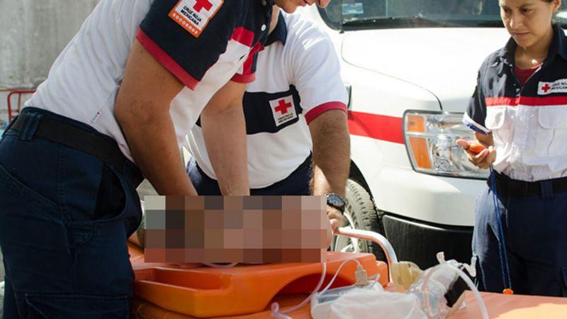 Policías y paramédicos de Cruz Roja le salvan la vida a bebé en Guaymas