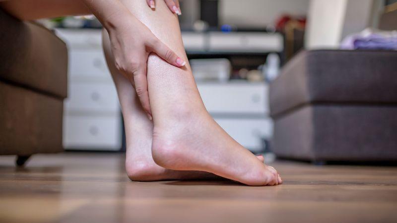 ¡Alerta! Las punzadas en las piernas serían un síntoma de Covid-19 largo; conoce los demás