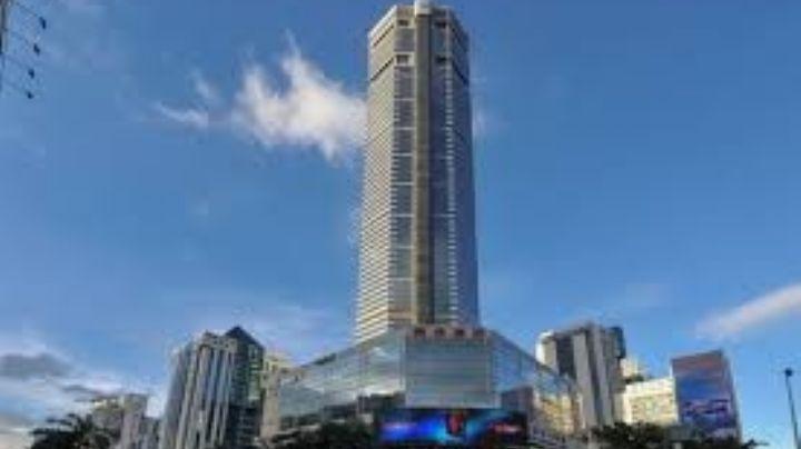 VIDEO: ¡Se va a caer! Este rascacielos en China se tambalea y asusta a cientos de personas