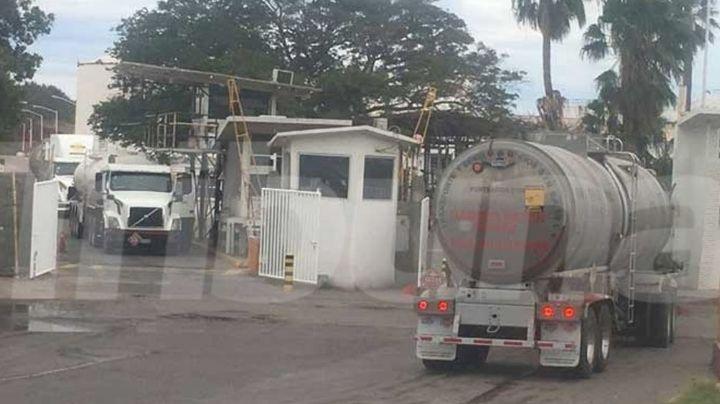 Cesan a superintendente de Pemex y 17 empleados por robo de combustible en Guaymas