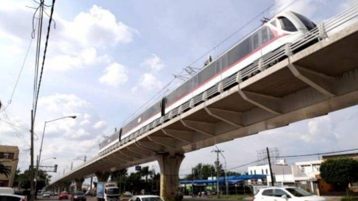 Alerta en Jalisco: Hombre camina sobre las vías de la Línea 3 del Tren Ligero; esto sucedió