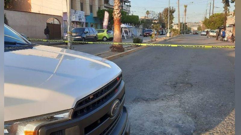 Con signos de violencia, localizan el cadáver de una mujer dentro de un vehículo