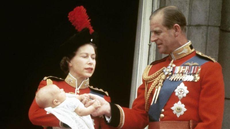¡Ternura! Niña se entera de la muerte del Príncipe Felipe y envía carta a Isabel II para consolarla