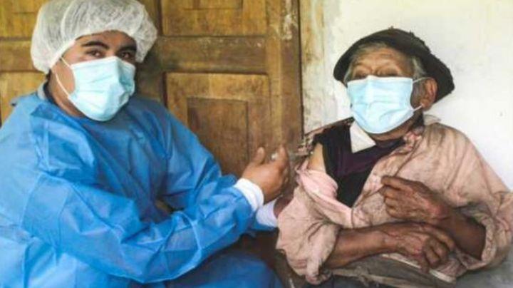 ¡Insólito! Hombre más longevo de Perú recibe vacuna contra coronavirus; tiene 121 años