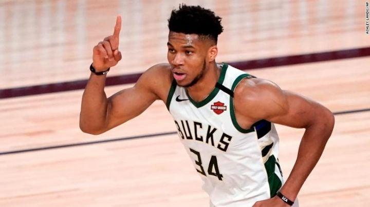 Antetokounmpo brilla más que Kevin Durant y los Bucks vencen a Nets