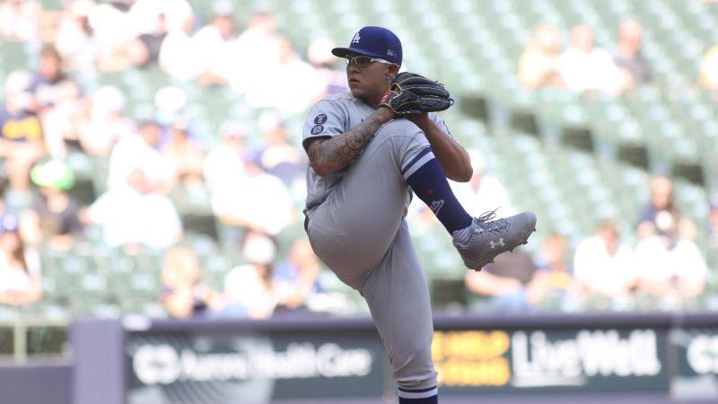 Julio Urías brilla y suma su cuarta victoria con los Dodgers ante los  Cerveceros de Milwaukee
