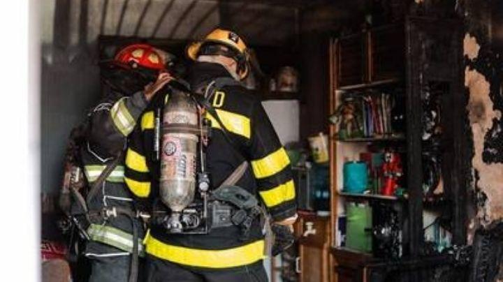 Guanajuato: Fuerte incendio consume una vivienda en Salamanca; hay un muerto