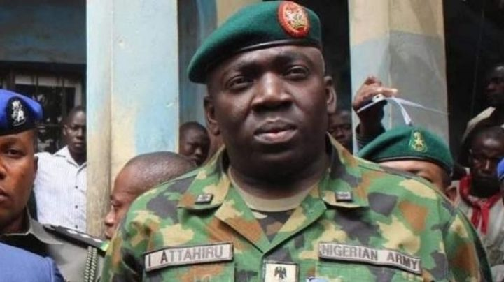 Fallece el jefe del ejército de Nigeria tras estrellarse el avión en el que viajaba