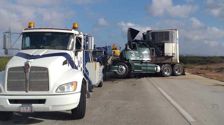 Muere una persona tras trágico choque entre tráileres en carretera Guaymas-Obregón