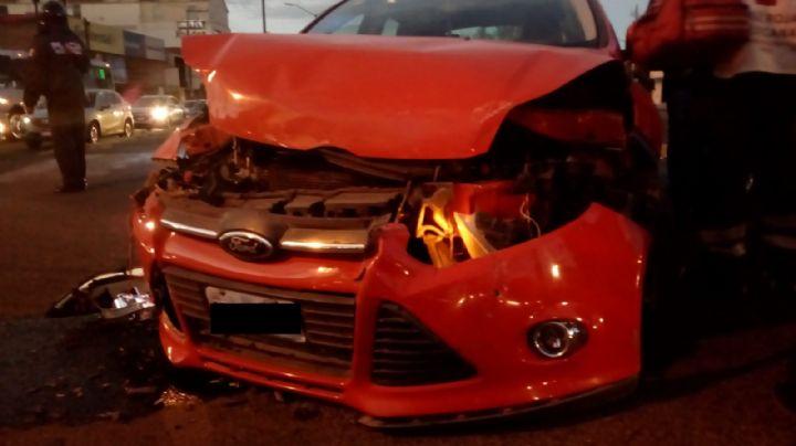 Aparatoso accidente: Vehículo colisiona contra negocio; deja muerto a un trabajador