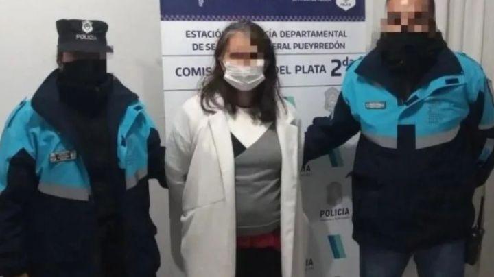 Madre sufre brote psicótico y le clava un cuchillo ocho veces a su hija; tenía 6 años