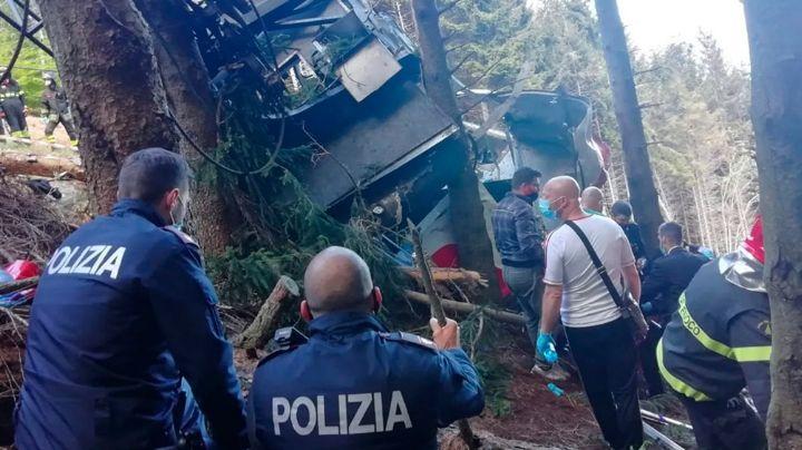 Tragedia en Italia: Teleférico cae al vacío y se estrella en bosque; hay 13 muertos y 2 niños graves