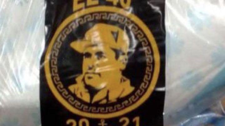 Presuntos integrantes del Cártel de Sinaloa reparten despensas con imagen de 'El Chapo' Guzmán