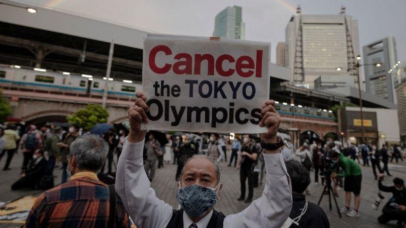 Furia en Japón: Ciudadanos arremeten violentamente en contra del vicepresidente del COI