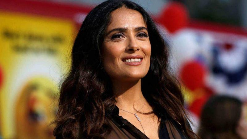 Salma Hayek enloquece a los fans al revelar coqueto VIDEO de su detrás de cámaras