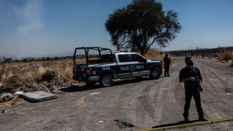 Macabra muerte : Cuerpo acuchillado es hallado en un carrito de supermercado; mujer fue quemada