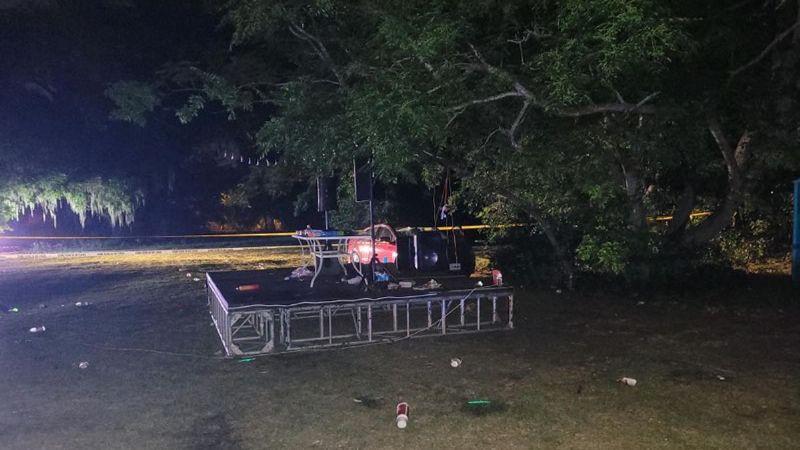 Concierto ilegal acaba en tiroteo: Muere una adolescente y 13 personas resultan heridas