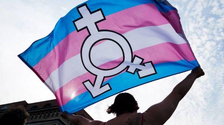 FOTO: ¡Insólito! Famoso actor trans se muestra sin camisa por primera vez