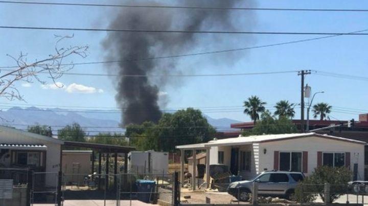 VIDEO: Avión militar se estrella cerca de una base; columna de humo se observa a kilómetros