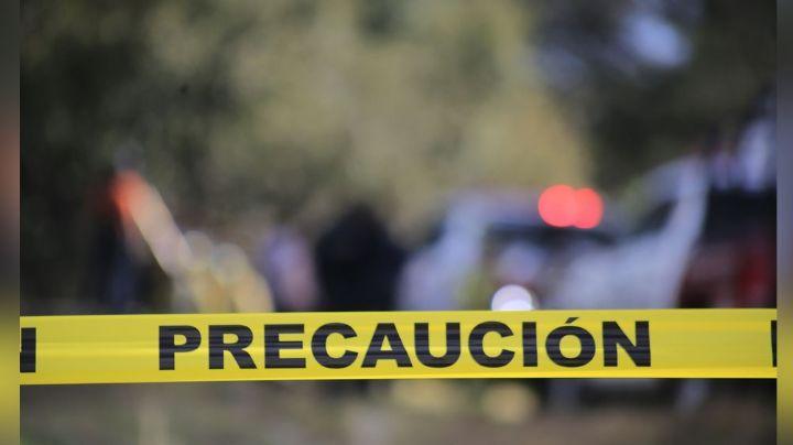 Vecinos encuentran el cuerpo de un hombre con herida en el cuello; habría sido asesinado en riña