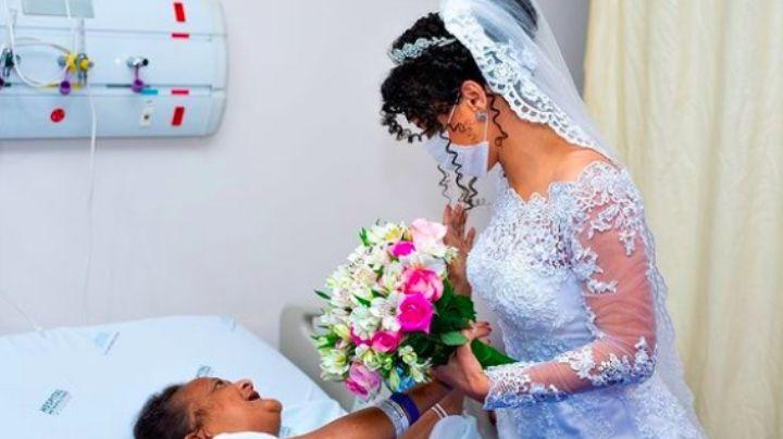 FOTO: Vestida de novia, mujer visita a su madre en el hospital para hacerla partícipe del enlace