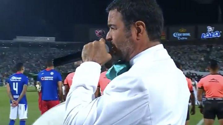 Pablo Montero se equivoca al entonar el Himno Nacional en la final y lo 'tunden' en redes sociales
