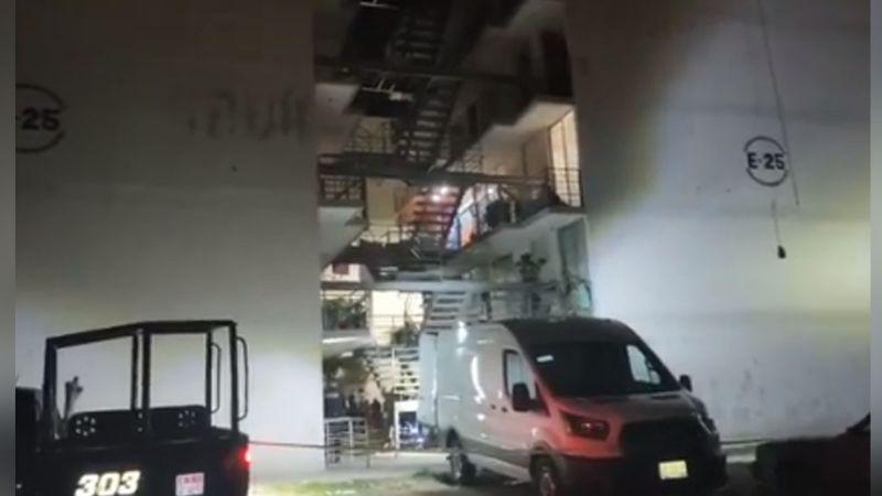 Al interior de una unidad habitacional, sicarios les arrebatan la vida a dos hombres