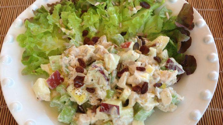 ¿Cena 'fitness'? Esta ensalada de pollo con yogurt griego será tu delirio culinario