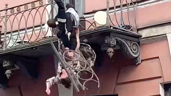 FUERTES IMÁGENES: Pareja discute y cae del balcón; testigo graba el aterrador momento