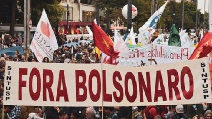 Miles de personas salen a manifestarse en Brasil contra el presidente Jair Bolsonaro