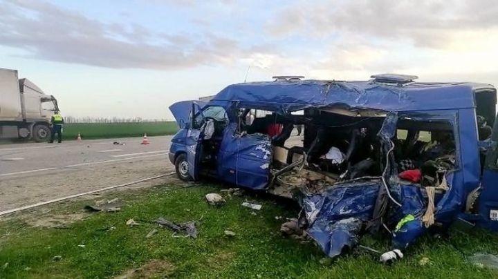 Mueren 5 niñas de un equipo de basquetbol ruso; un tráiler cayó sobre su vehículo