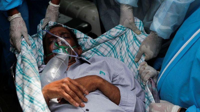 Horror en la India: Las personas que están dentro del hospital viven una pesadilla