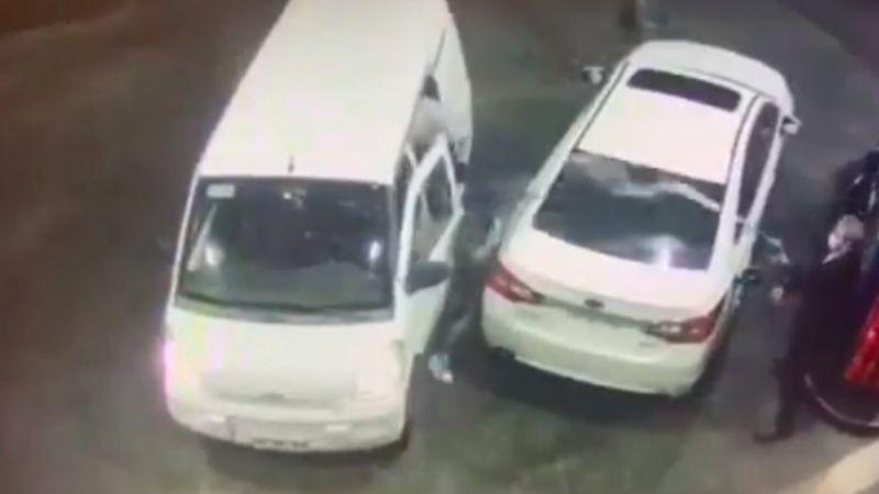 Hombre frustra asalto al rociar gasolina a los delincuentes; momento queda en VIDEO
