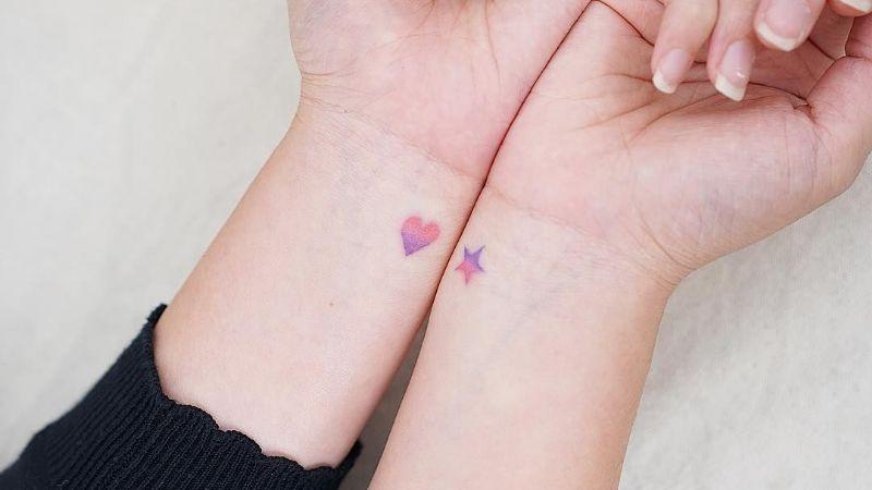 Tatuajes miniatura: Ideales para cuando tu trabajo te impide llevar diseños llamativos
