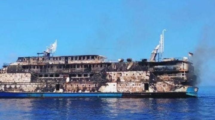 Tragedia en el mar: Ferry con 200 pasajeros se envuelve en llamas; habían 22 menores