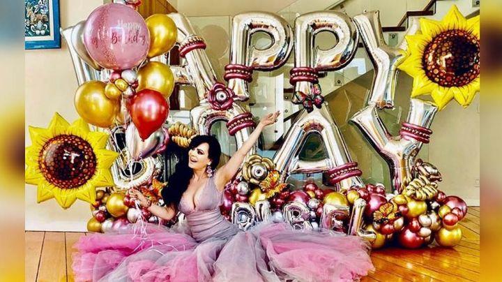 Rodeada de amor, familia globos y sus perritos, así celebró Maribel Guardia sus 62 años