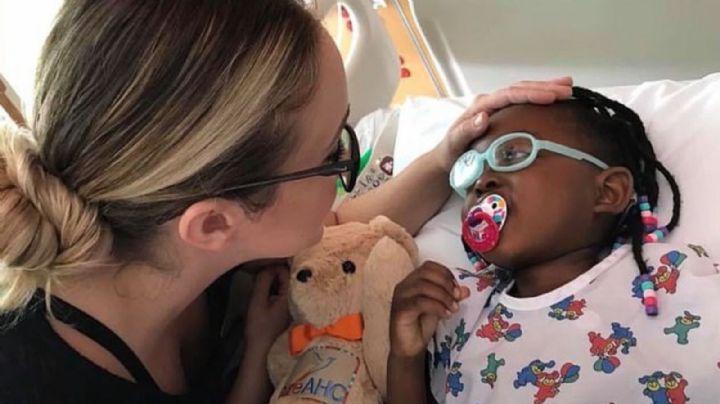 Madre es acusada de abuso infantil médico por inventar enfermedades para su hija adoptiva