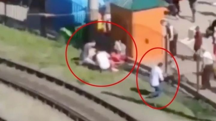 Anna de 3 de años y Vika de 4 caen en las vías de tranvía; una se fracturó el cráneo y podría morir
