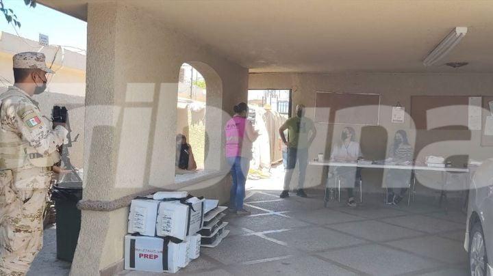 INE entrega paquetes electorales a presidentes de mesas directivas de casilla en Ciudad Obregón