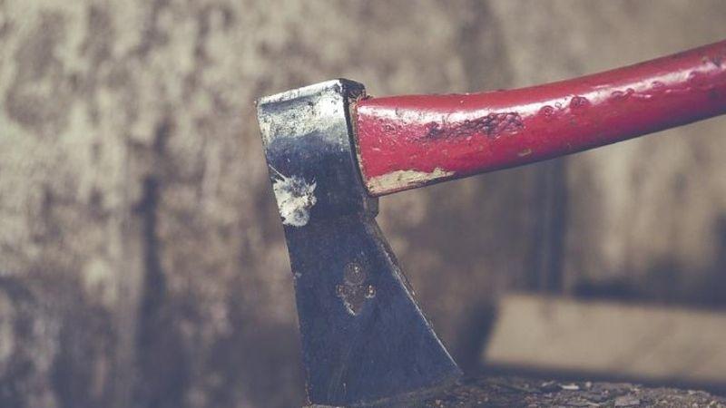 Macabro: Un hombre se arranca el ojo tras decapitar a su compañero de departamento
