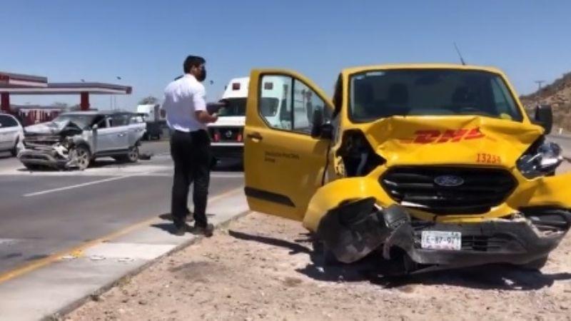 Hermosillo: Aparatoso choque en la salida a Guaymas deja tres personas lesionadas